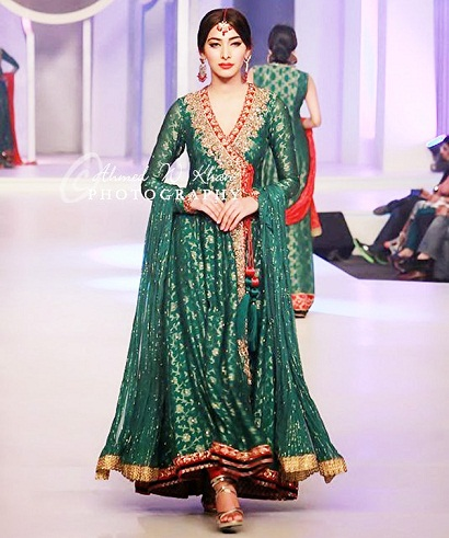 ebf4f0aa8131 This is a stylish Indian long frock dresses for women. You can use this as  a party wear. It is made of excellent silk material and comes with grand ...