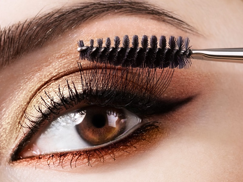 How to Apply Mascara Properly