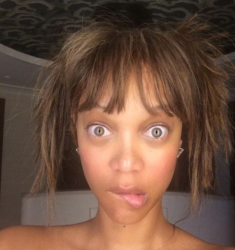 Tyra Banks posted yet another selfie in which she revealed her crazy self again. Her totally messed up hair do, no makeup face and her popped out eye balls ...