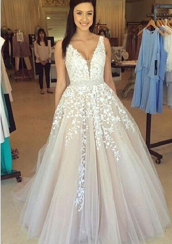 10c9aa7944f Here you can take a deep breath before looking on to the gorgeous set of prom  dress 2017. It is with an off Shoulder type sleeves and has lace appliques  on ...