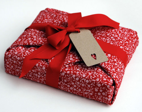 15 unique gift wrapping ideas that makes your gift more attractive reusable gift wrap negle Images