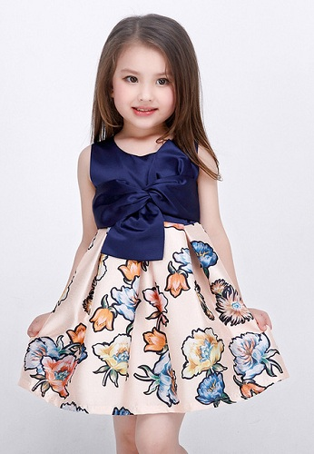 b755af4a41 This is an incredible collection of frocks for cute little girls. It has  dark blue shaded tops with flower printed low flared skirt.