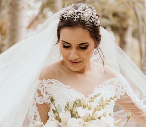 Chic Summer Wedding Hairstyle