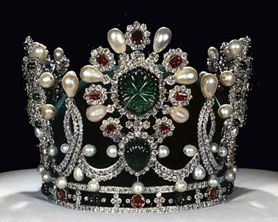 Baroque Pearl Crown