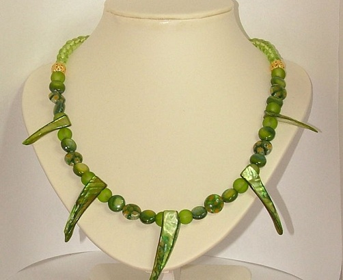 Mother of Pearls Green Necklace