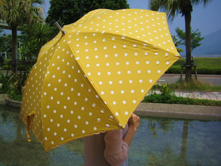 Scalloped Polka Dots Umbrellas