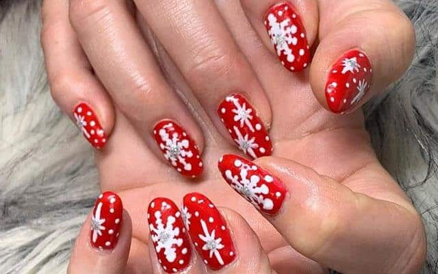 Simple Christmas Nails Art