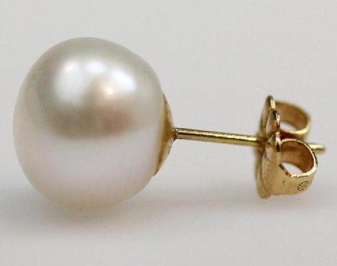 Single Pearl Gold Earring