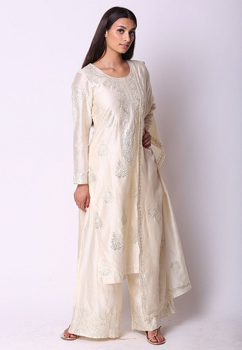 47b06cfbd83 This exquisite white Pakistani Salwar Kameez can make you look divine! This  delicate beauty can make you look dignified without the need of much  styling.