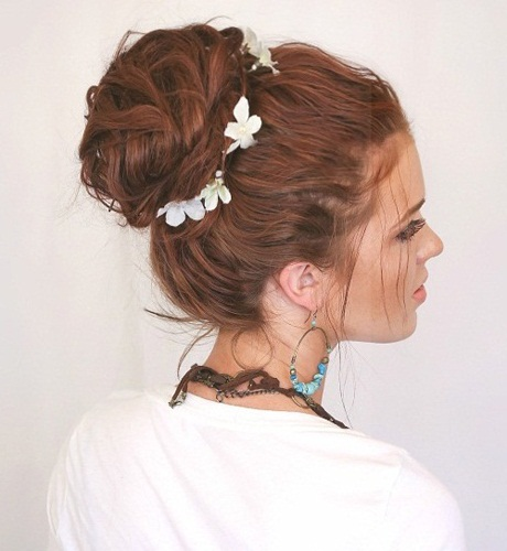 Perfect Messy Updo for Music Festivals