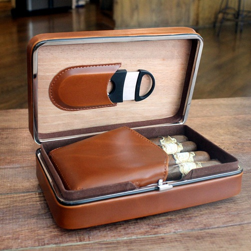 Cigar case with cutter