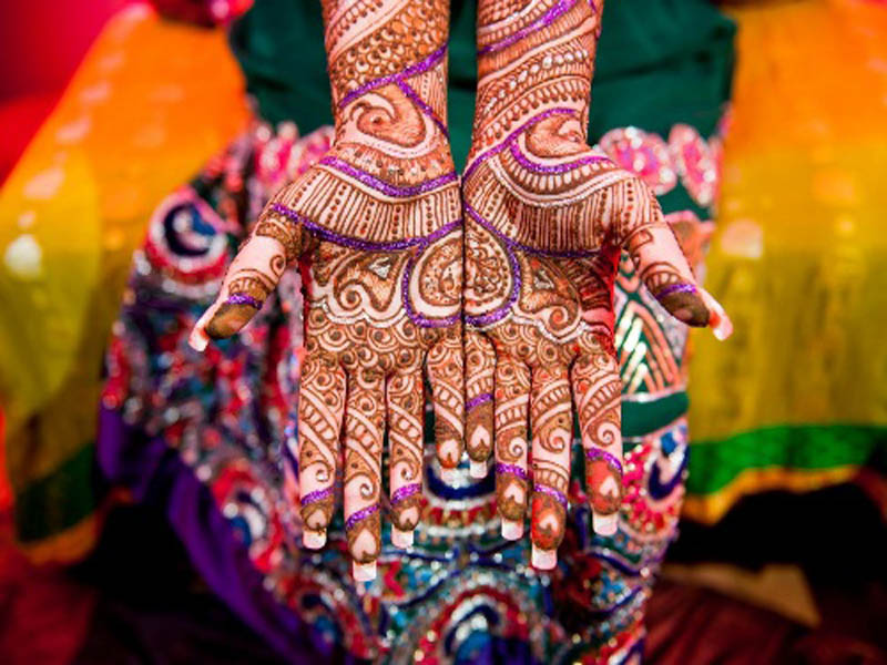 How To Entertain Guests During Mehndi