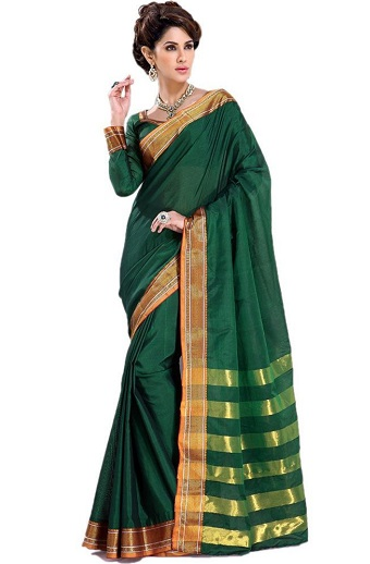 b8109cc67c536 This amazing Venkatagiri Cotton saree is one of the most skilfully crafted  pieces. The handloom saree is made with premium cotton and gold zari.