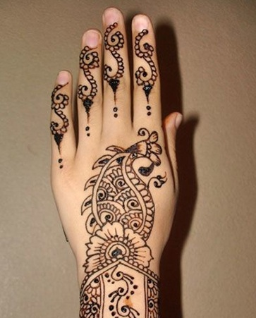 Round Mehndi Design with Fish