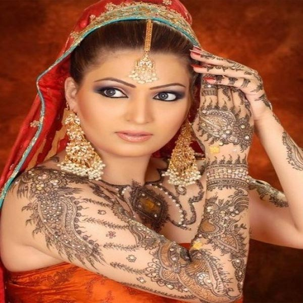 Unbeatable Bollywood Mehndi Designs with Pictures