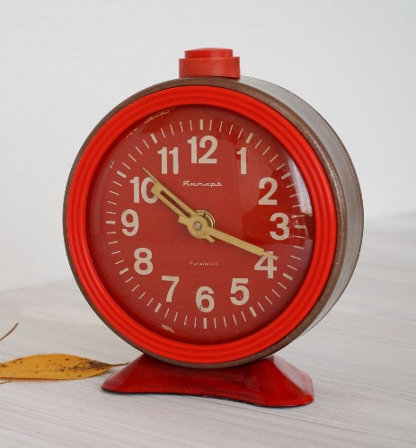 Vintage Look Desk Alarm Clocks