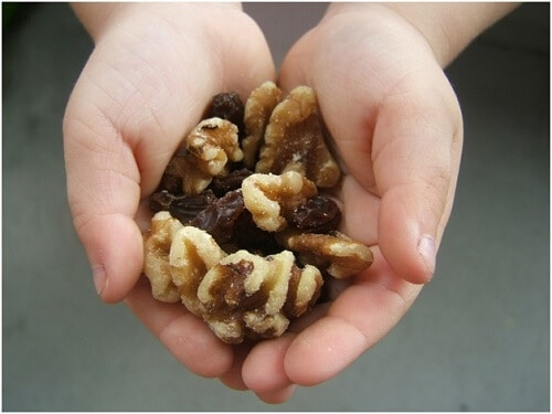 walnut and raisins for bedwetting