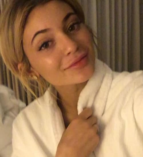 Kylie Jenner without Makeup 15