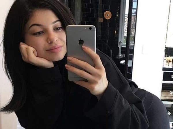 The Mirror Selfie