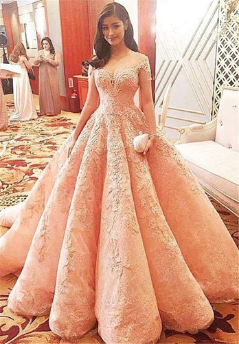 037211e42 45 Trendy Engagement Outfits that are Jaw Dropping