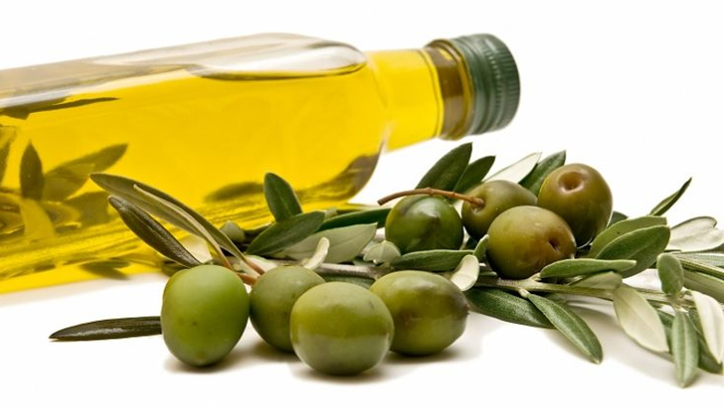 Amazing Olive Oil Benefits And Uses For Skin, Hair & Health