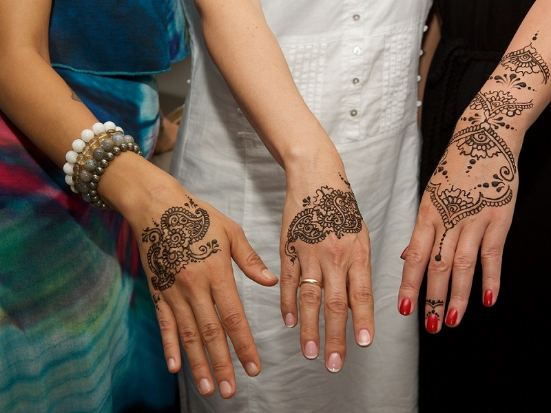 mehndi designs for back hand