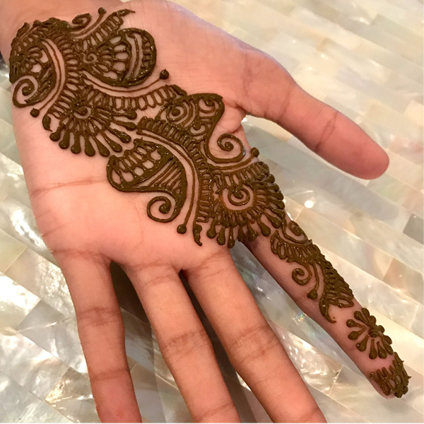 Alluring Mehndi Designs for Raksha Bandhan