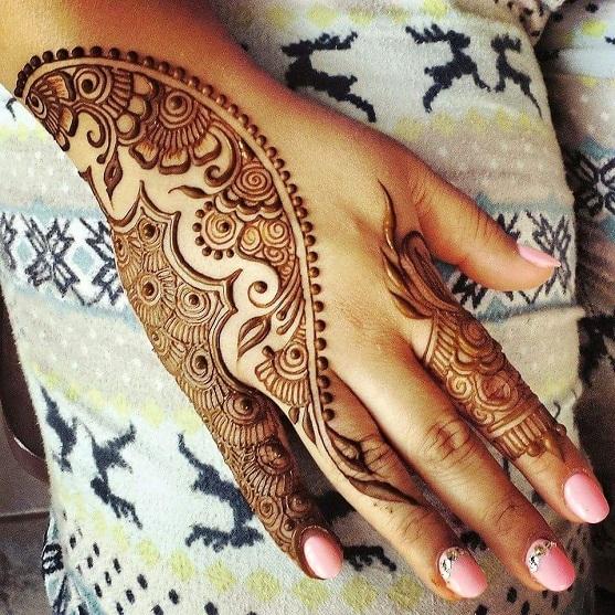 Artistic arabic Mehndi Design