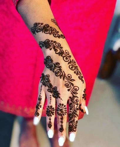 Back hand Teej Mehendi