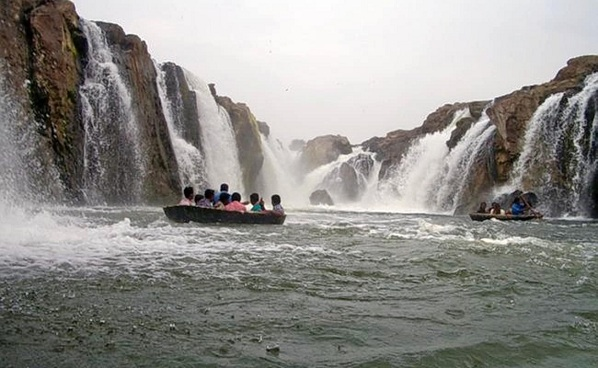 Waterfalls in Tamilnadu1
