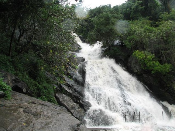 Waterfalls in Tamilnadu9