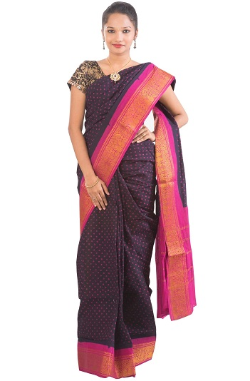 cf84d3e509ad96 Although popular for cotton sarees, weavers also mix silk threads in the  border to make it look grand.