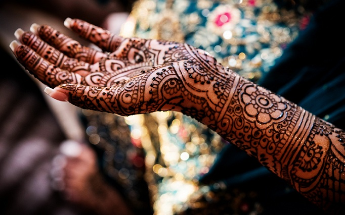 Black Mehandi Designs For Full Hands