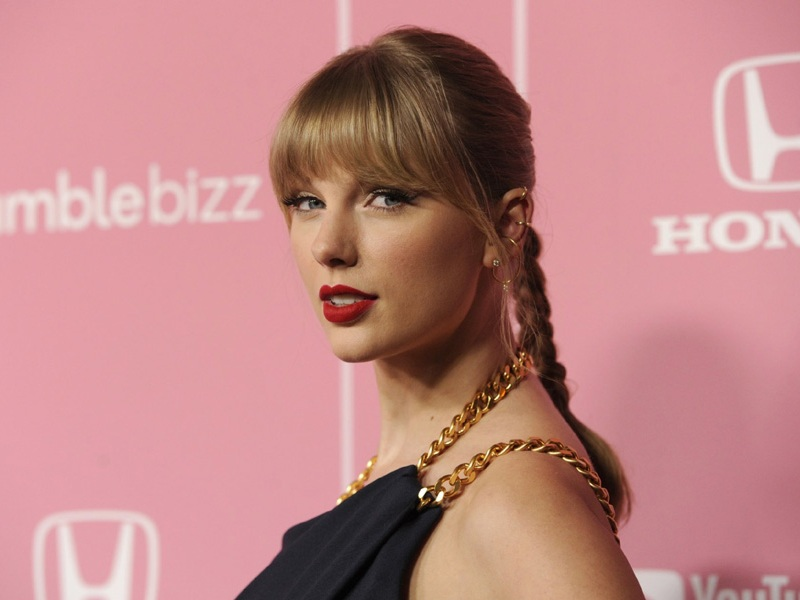 12 Gorgeous Taylor Swift Hairstyles Through The Years