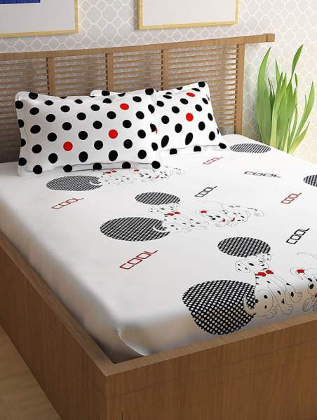 white color bed sheet