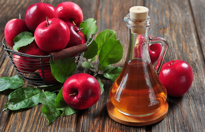 APPLE CIDER VINEGER TO TREAT PIMPLES