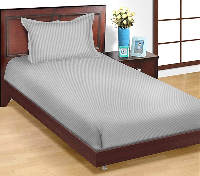 fitted bedsheet