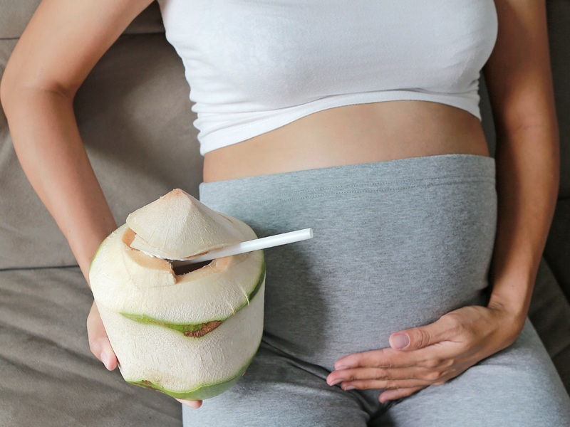 amazing benefits of drinking coconut water during pregnancy