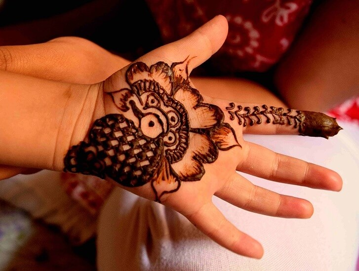 25 Stylish Mehndi Designs For Your Kids Little Princesses,Cool Minecraft Farm Designs