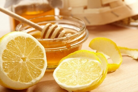 Home remedy for runny nose :lemon and honey