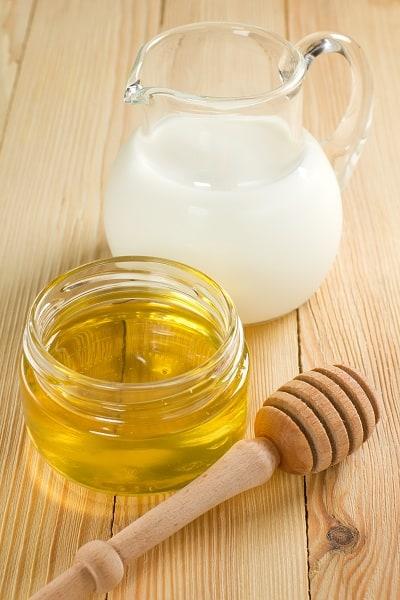 milk and honey for sore throat