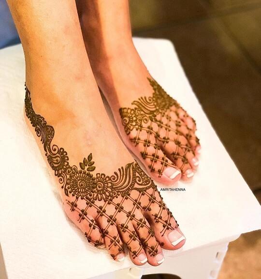 arabic leg mehndi design simple