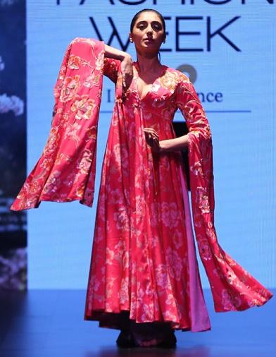 Designer Sleeves Kurta By Neeta Lulla