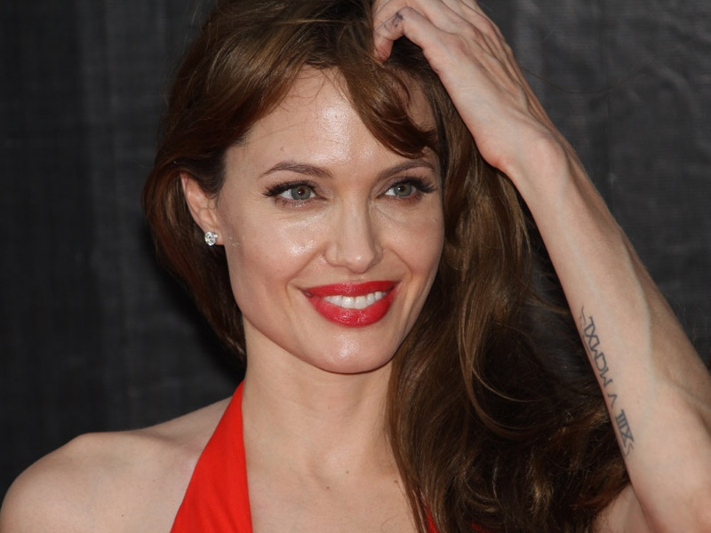 10 Latest Pictures of Angelina Jolie without Makeup ...